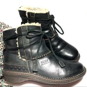 UGG• Leather & Sheepskin• Ankle Boot• 9